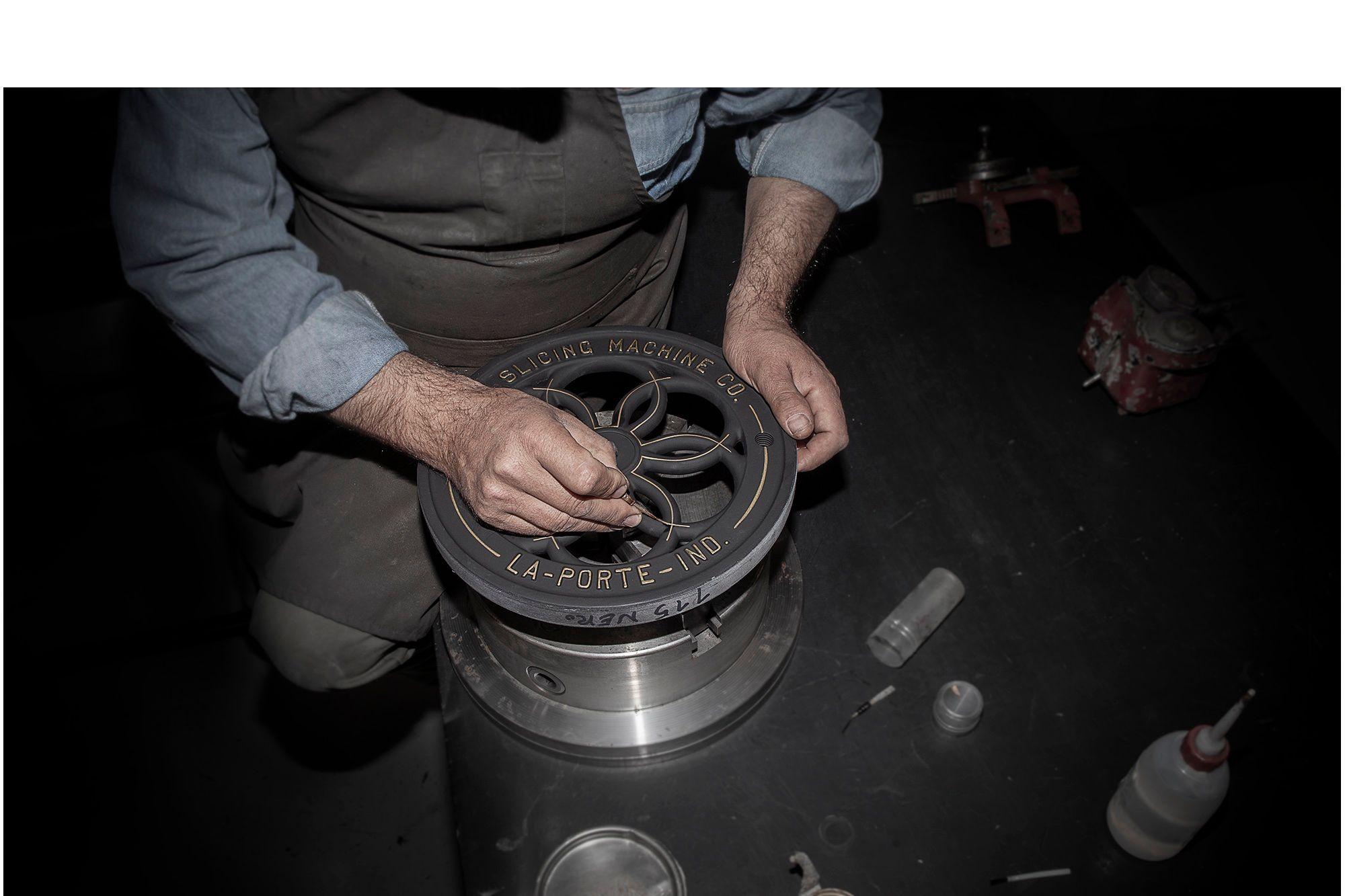 Berkel-Original-Slicers-restoration-flywheel-decoration copia