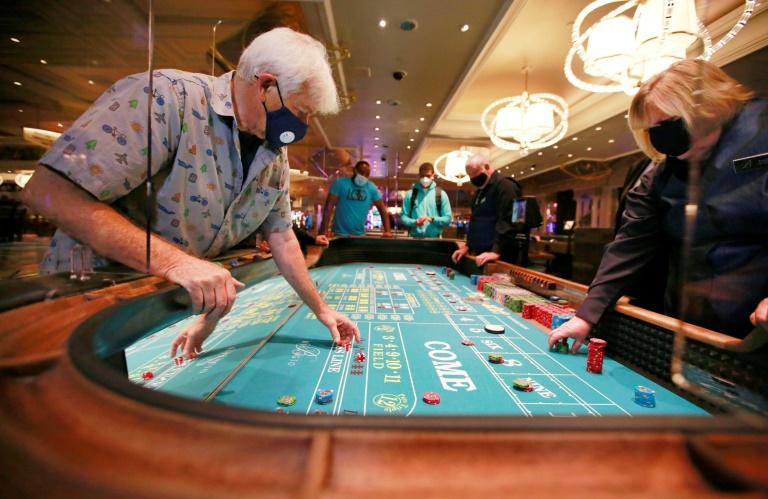 Las Vegas Old man gambling