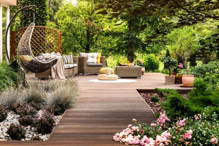 SUMMER LANDSCAPING FEATURES