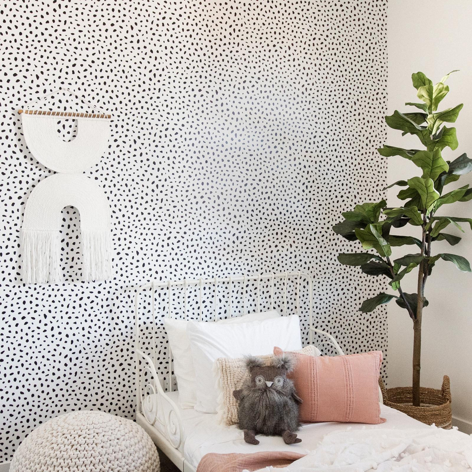 dots_kids_peel_and_stick_wallpaper (1)